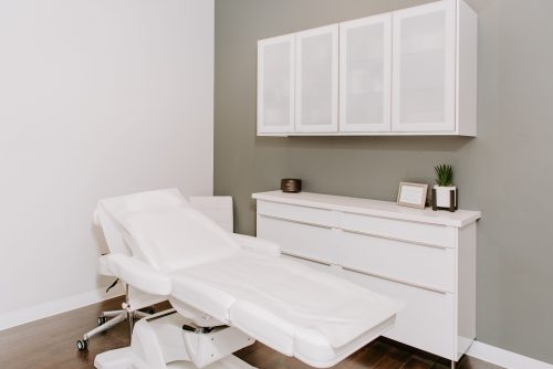 ChicMed treatment room and medical recliner chair